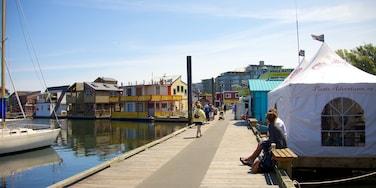Victoria caracterizando uma cidade litorânea e uma marina