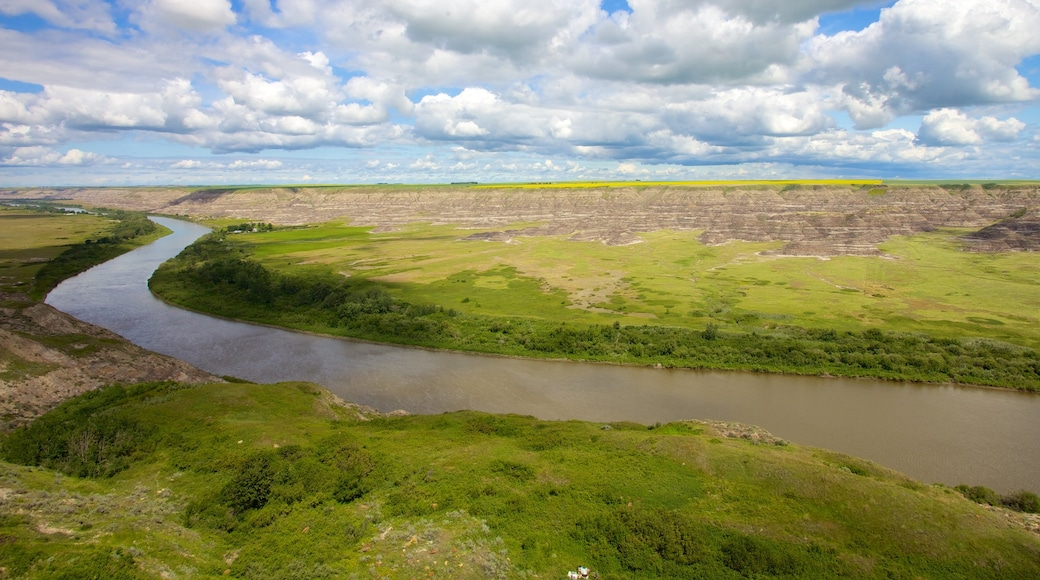 Drumheller Valley showing landscape views, a river or creek and tranquil scenes