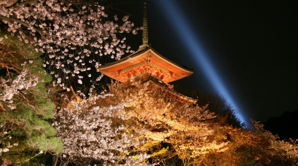 Kiyomizu Temple featuring religious aspects, a temple or place of worship and flowers