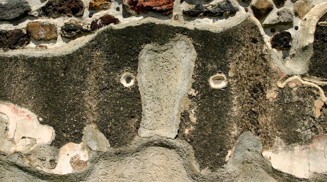 Teotihuacán mostrando elementos del patrimonio y ruinas de edificios