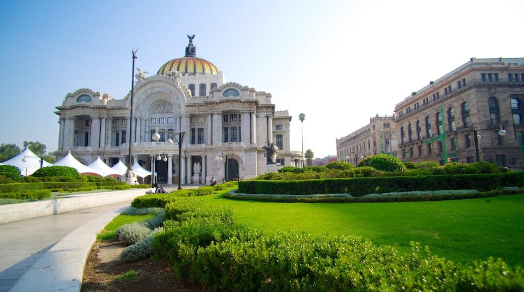 Palacio de Bellas Artes which includes heritage architecture, a garden and a castle