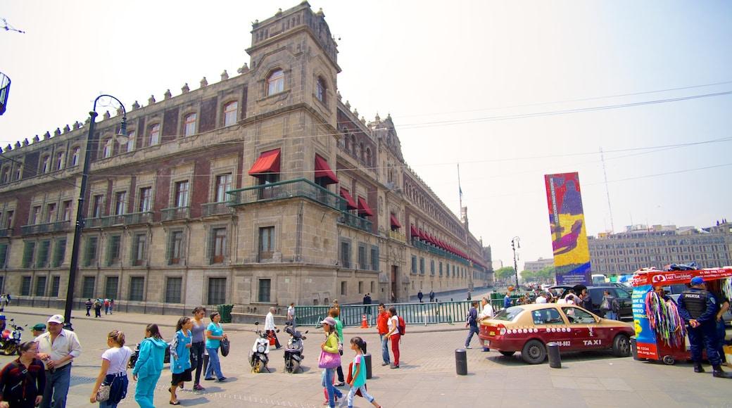 Palacio Nacional which includes a city, a square or plaza and a castle