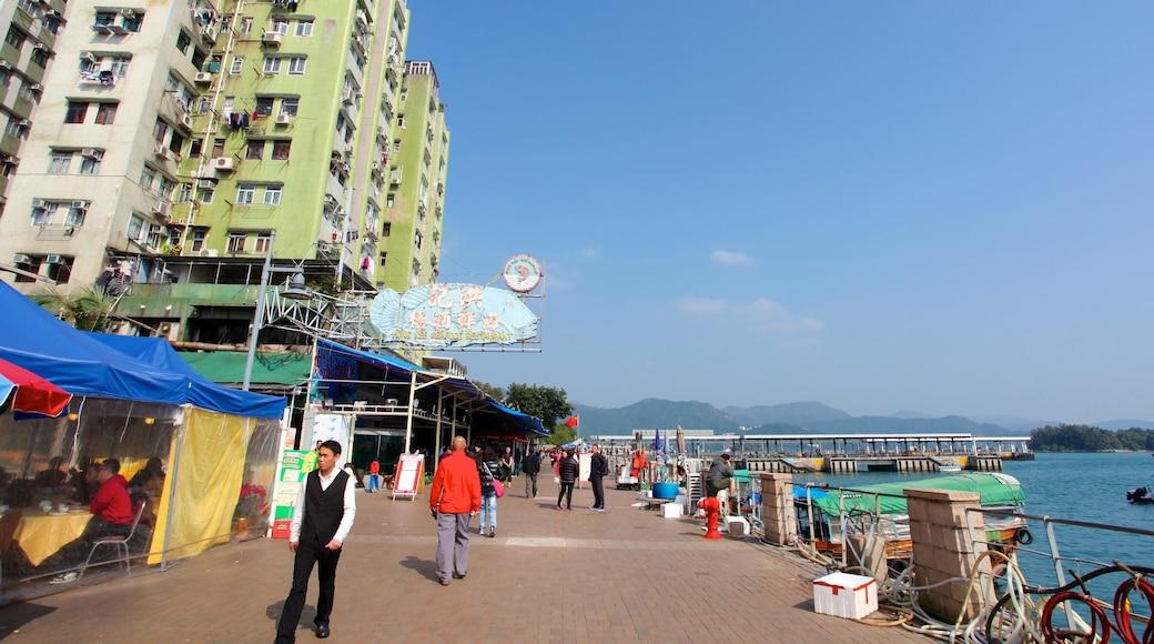 Sai Kung showing a city, general coastal views and street scenes