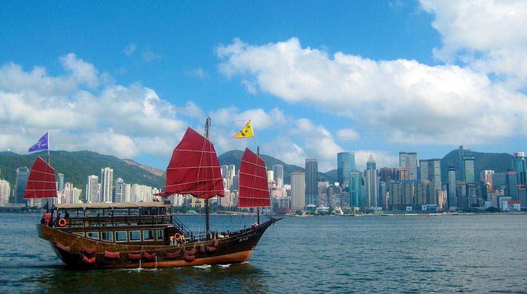 Tsim Sha Tsui showing skyline, boating and general coastal views
