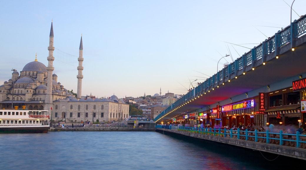 Ponte Galata que inclui uma ponte, estilo de vida de cafeteria e arquitetura de patrimônio