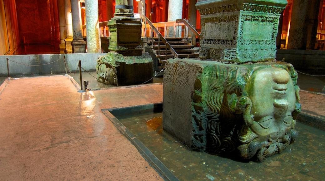 Cisterna de Basílica mostrando uma igreja ou catedral, arte e elementos religiosos