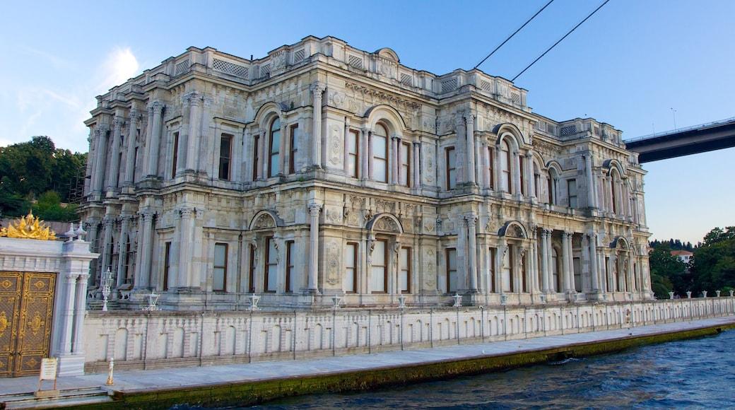 Palácio de Beylerbeyi caracterizando arquitetura de patrimônio e um castelo