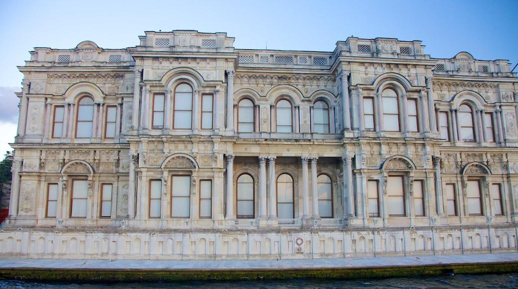 Palácio de Beylerbeyi que inclui um castelo e arquitetura de patrimônio