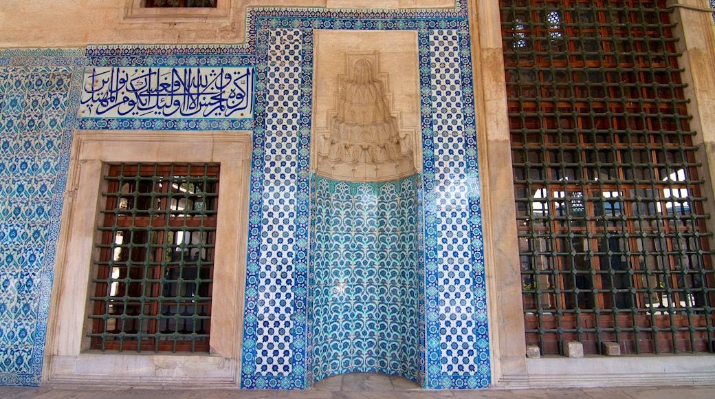 Mesquita de Rüstem Pasha que inclui uma mesquita, aspectos religiosos e vistas internas