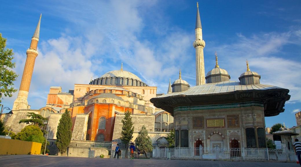 Hagia Sophia mostrando una iglesia o catedral, aspectos religiosos y patrimonio de arquitectura