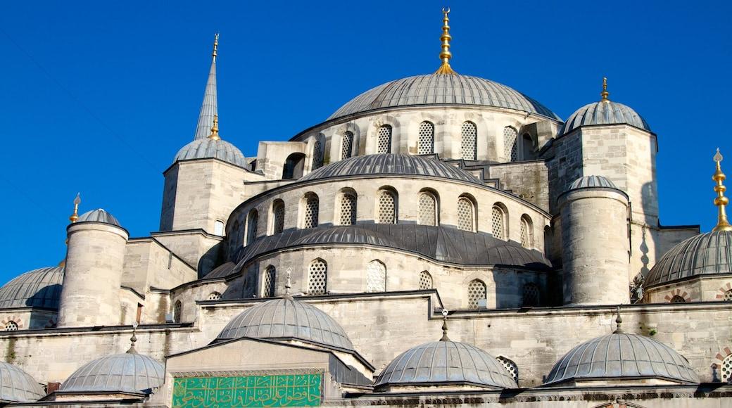 Mesquita Azul caracterizando elementos religiosos, uma mesquita e arquitetura de patrimônio