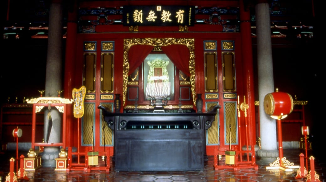 Confucius Temple which includes a temple or place of worship, interior views and religious aspects