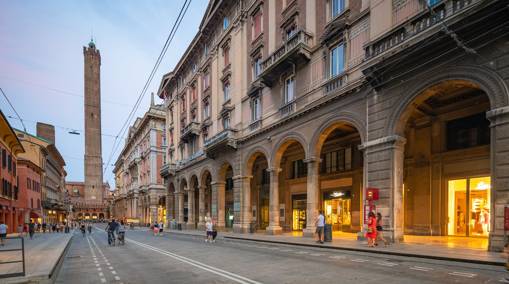 Bologna featuring heritage elements