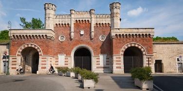 Borgo Venezia showing heritage architecture