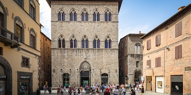 Palazzo Tolomei showing heritage architecture and street scenes as well as a small group of people