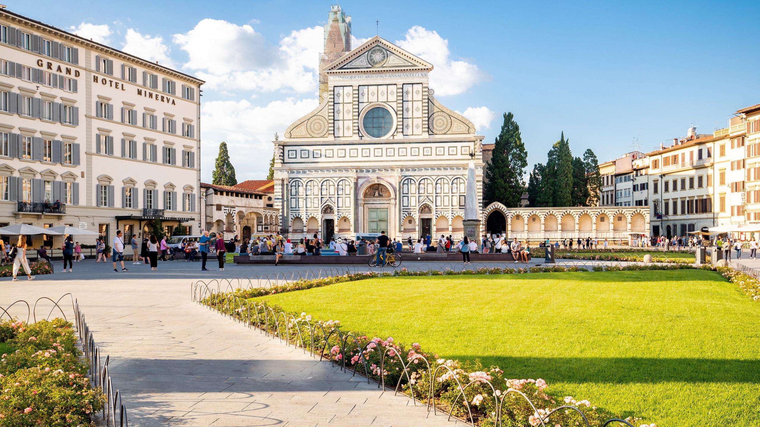 Etter et besøk ved Piazza di Santa Maria Novella bør du sette av tid til å få med deg de andre severdighetene og aktivitetene i Firenze. Dette urbane området har elveutsikt det er hyggelig å gå langs, og interessante museer du også bør oppleve.