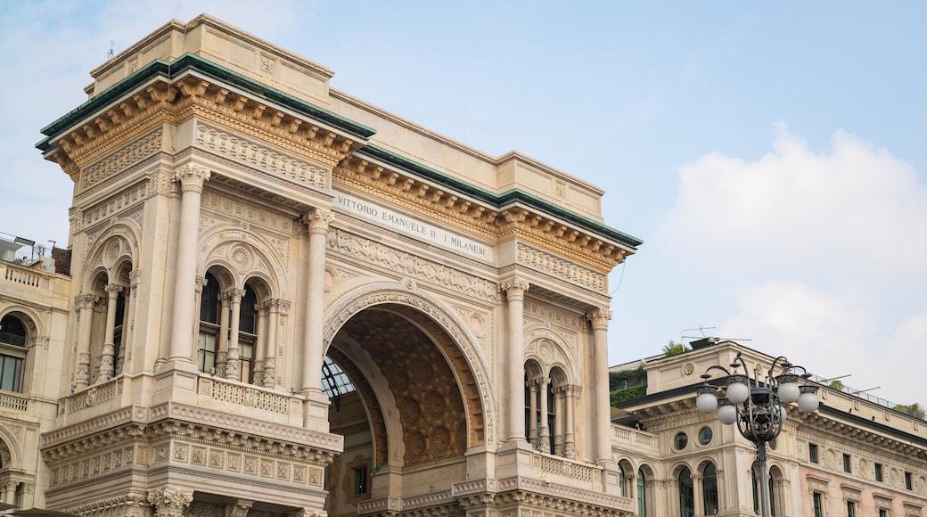 Piazza del Duomo which includes heritage architecture