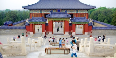 Temple of Heaven which includes a temple or place of worship, religious aspects and heritage architecture