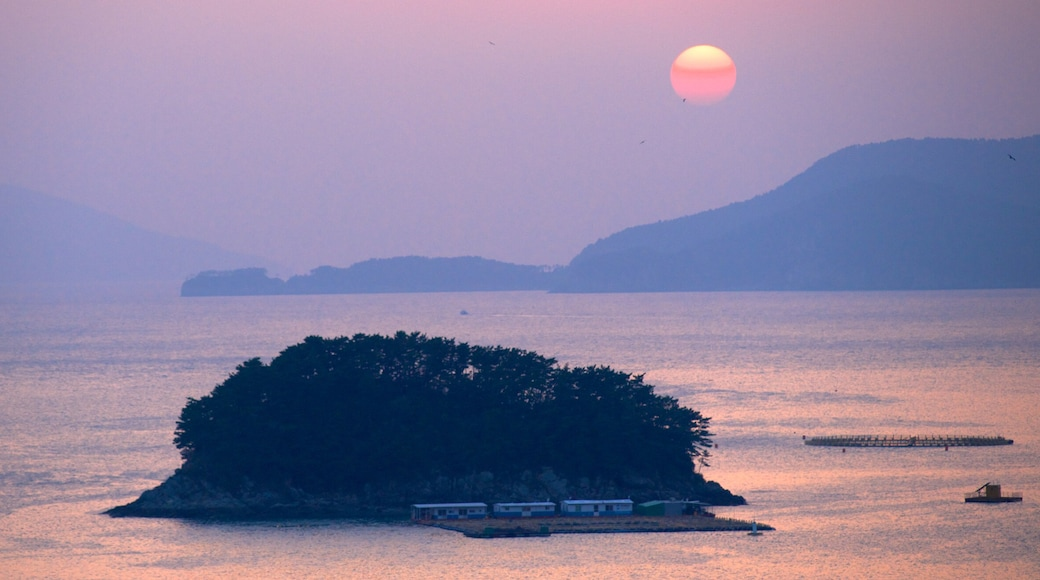 Busan showing a sunset, landscape views and general coastal views