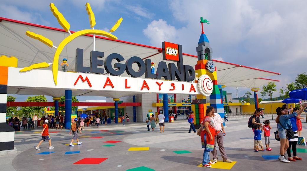 Johor Bahru cho thấy quảng trường, biển hiệu và tàu lượn