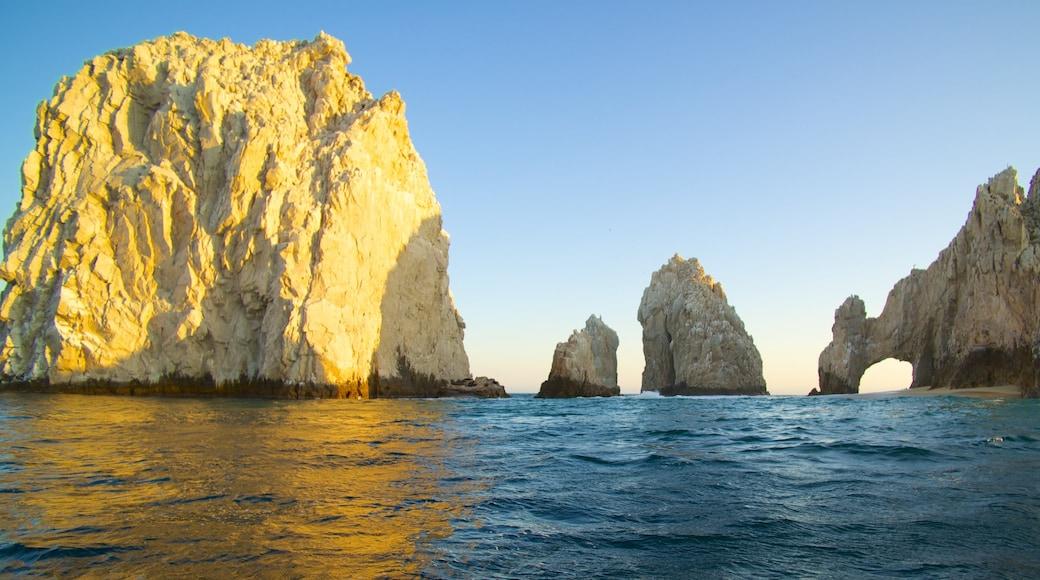 El Arco featuring rocky coastline