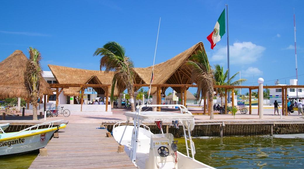 Holbox mostrando escenas tropicales y una marina