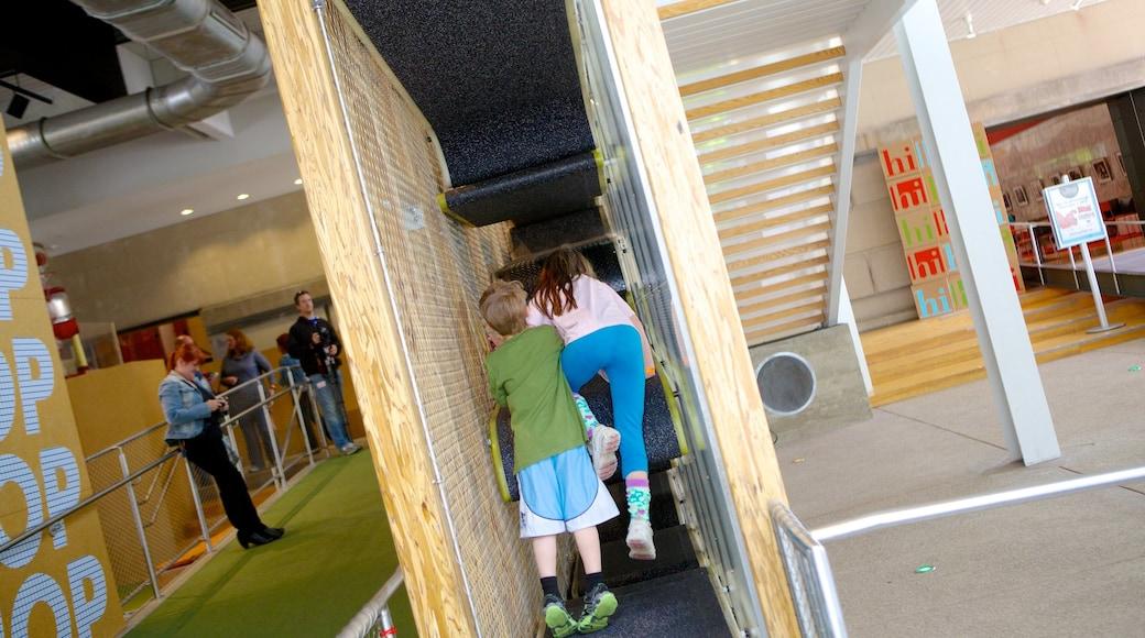 Children\'s Museum of Pittsburgh que inclui vistas internas assim como crianças