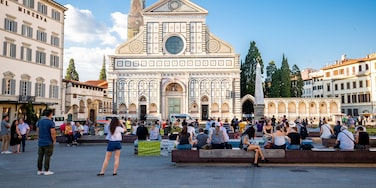 Santa Maria Novella which includes heritage architecture, a church or cathedral and street scenes