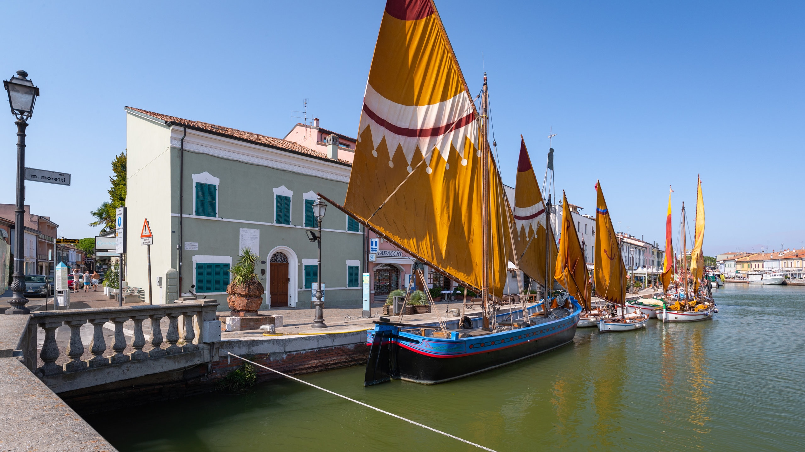 Zu einem Aufenthalt in Cesenatico gehört auch ein Besuch von Moretti House, um dort eine Weile die Ausstellungen zu entdecken. Machen Sie einen Spaziergang am Jachthafen oder entdecken Sie die Wasserfälle in der Gegend.
