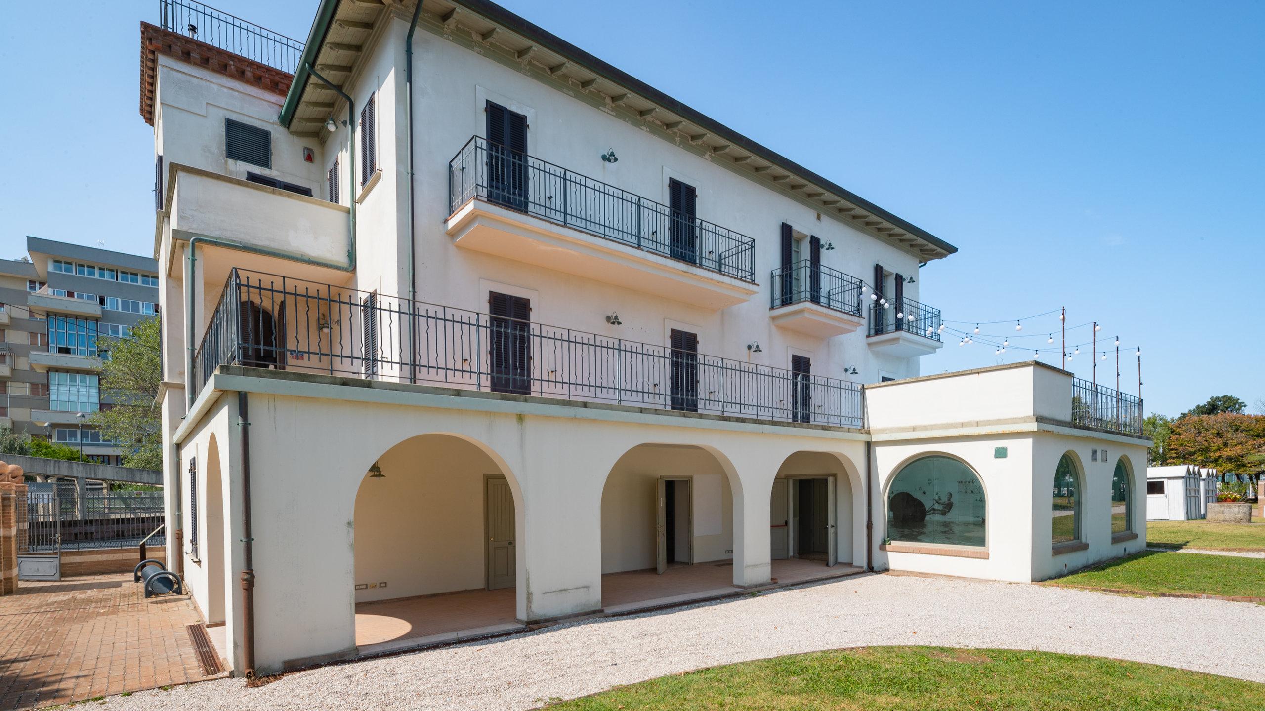 Scoprite di più sulla vita privata di un potente dittatore visitando questa villa, un tempo residenza estiva di Benito Mussolini.