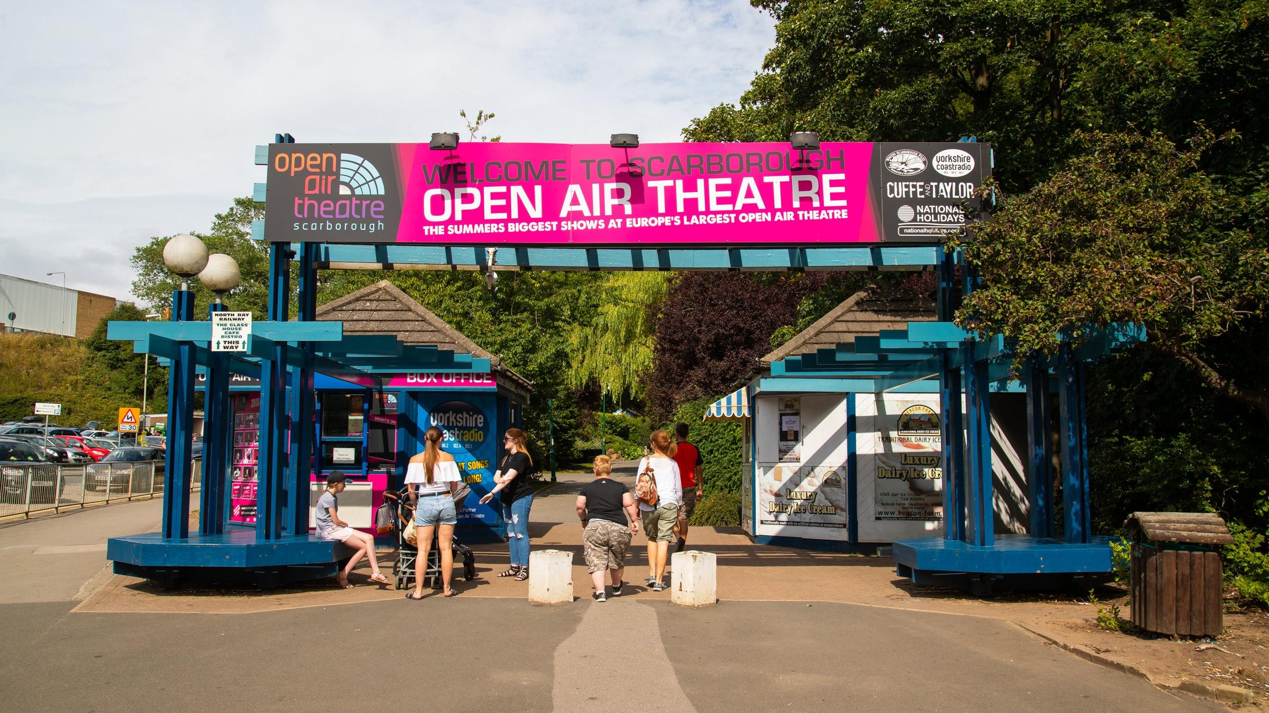 Se verdensberømte forestillinger og musikoptrædener på et af Europas største friluftsteatre, hvis scene ligger i unikke omgivelser.