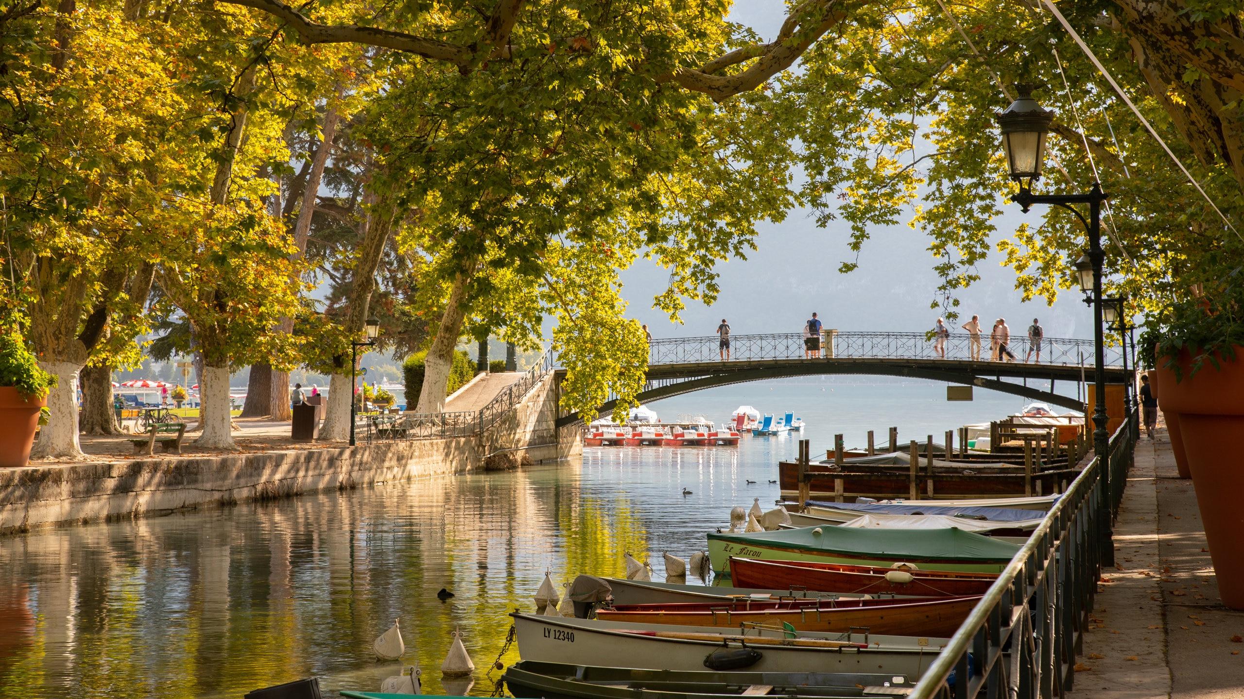 Amours Bridge, Annecy, Haute-Savoie, France