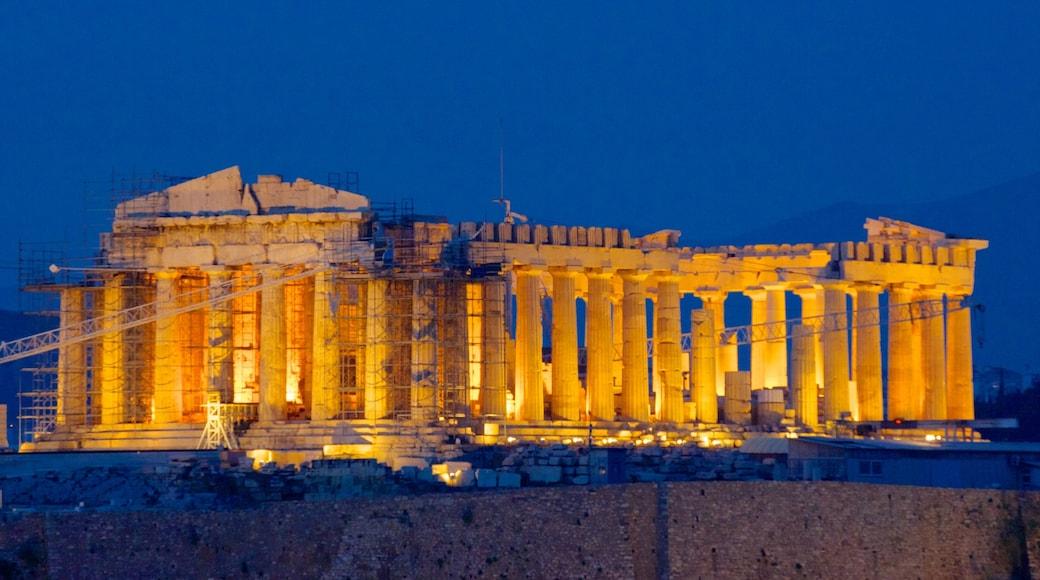 Acrópolis mostrando patrimonio de arquitectura, escenas nocturnas y ruinas de edificios