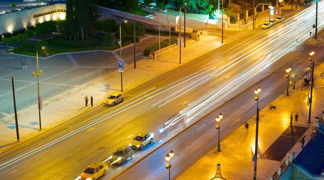 Syntagma-Platz das einen Stadt und bei Nacht
