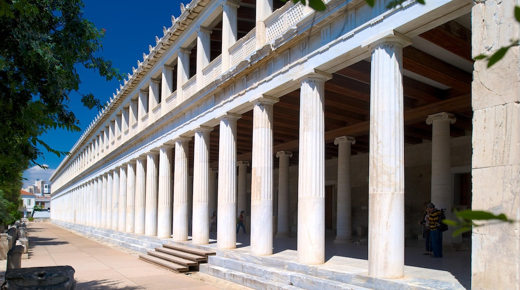 Estoa de Átalo mostrando patrimonio de arquitectura, un templo o lugar de culto y escenas urbanas