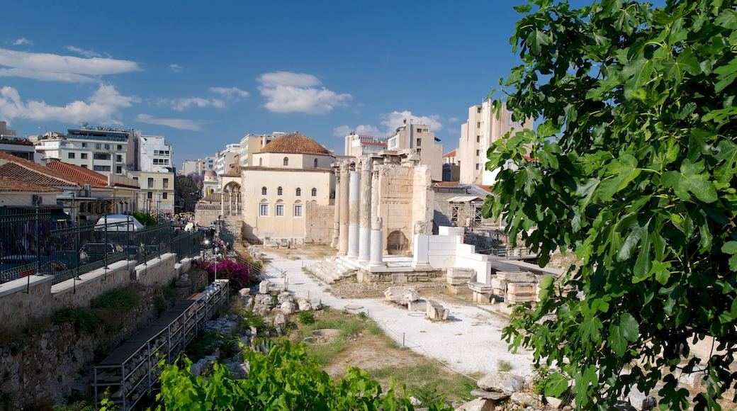Marché aux puces de Monastiráki montrant ville, patrimoine historique et ruine