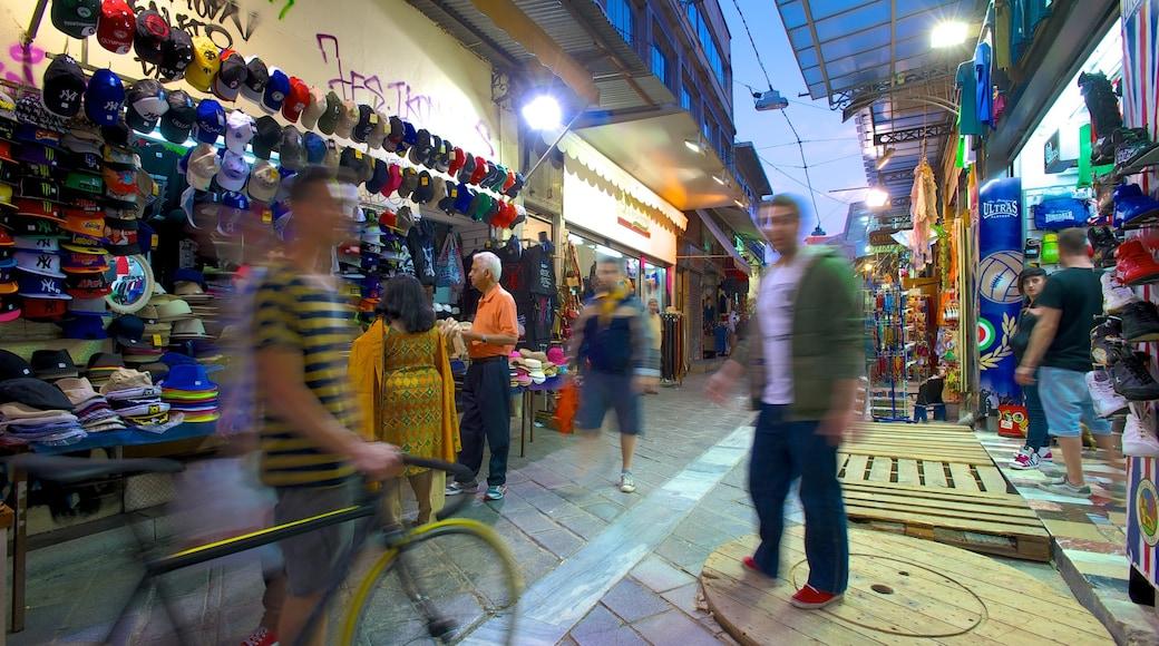 Marché aux puces de Monastiráki montrant scènes de rue, shopping et marchés