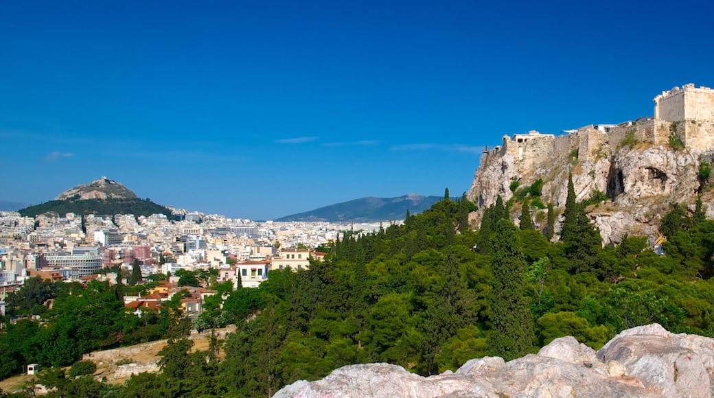 Athene toont bergen, bossen en een stad