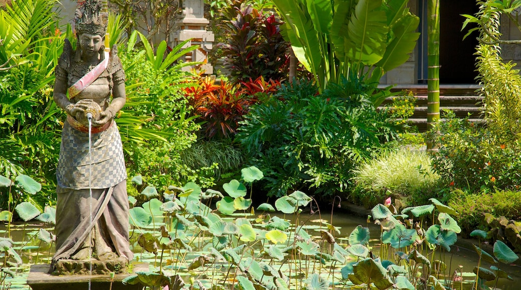 Museum Puri Lukisan which includes a statue or sculpture, tropical scenes and a pond
