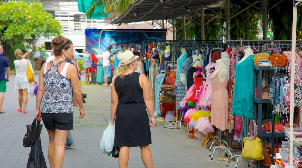 Seminyak Square showing street scenes, shopping and markets