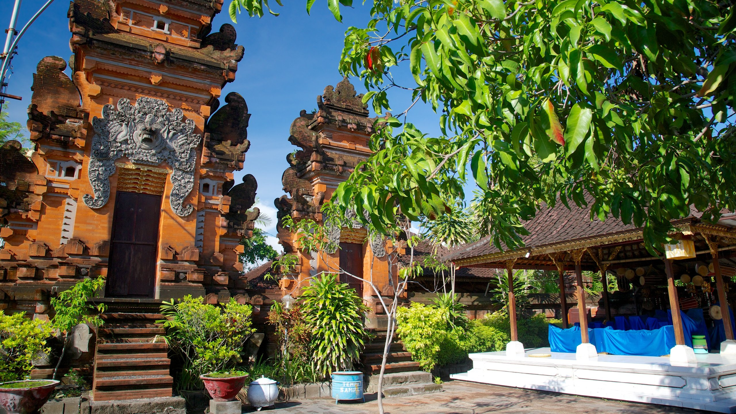 https://a.travel-assets.com/findyours-php/viewfinder/images/res70/42000/42468-Petitenget-Temple-Seminyak.jpg
