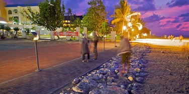 庫塔 设有 廣場, 夜景 和 沙灘