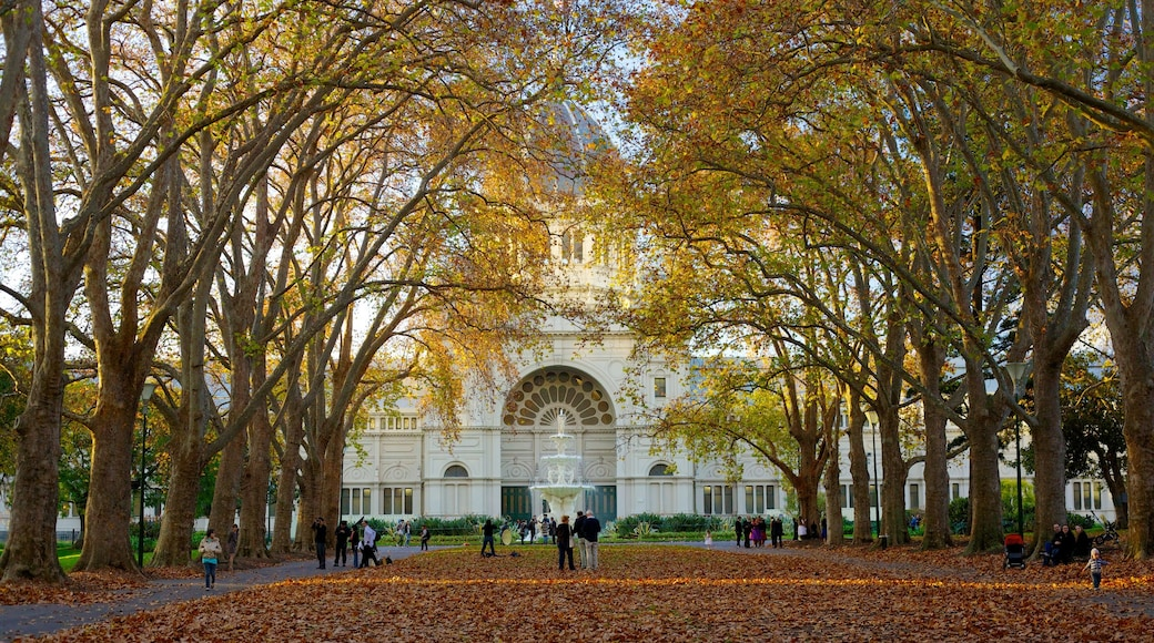 Carlton Gardens which includes autumn leaves and a square or plaza