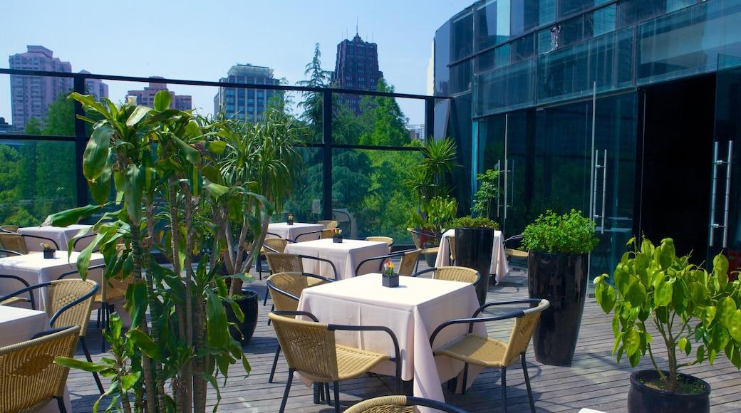 Museo MOCA de Shanghái ofreciendo restaurantes, café y comidas al aire libre