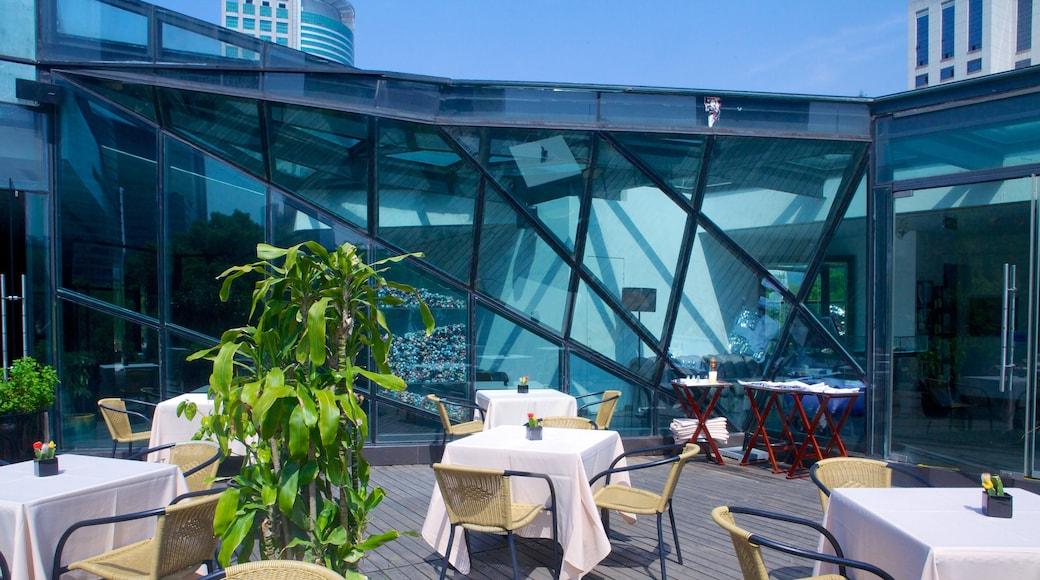 Museo MOCA de Shanghái que incluye café, restaurantes y comidas al aire libre