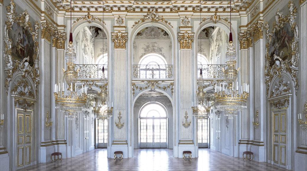 Schloss Nymphenburg welches beinhaltet historische Architektur, Innenansichten und Palast oder Schloss