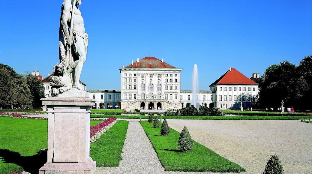 Schloss Nymphenburg mit einem Palast oder Schloss und Garten