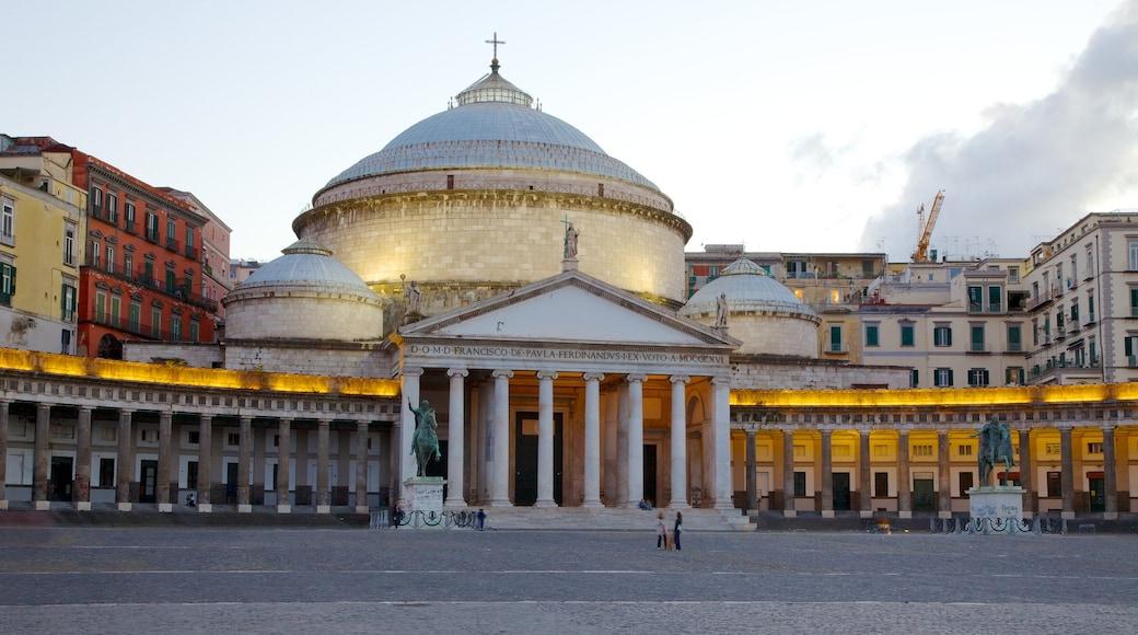 San Francesco di Paola mettant en vedette église ou cathédrale et scènes de rue