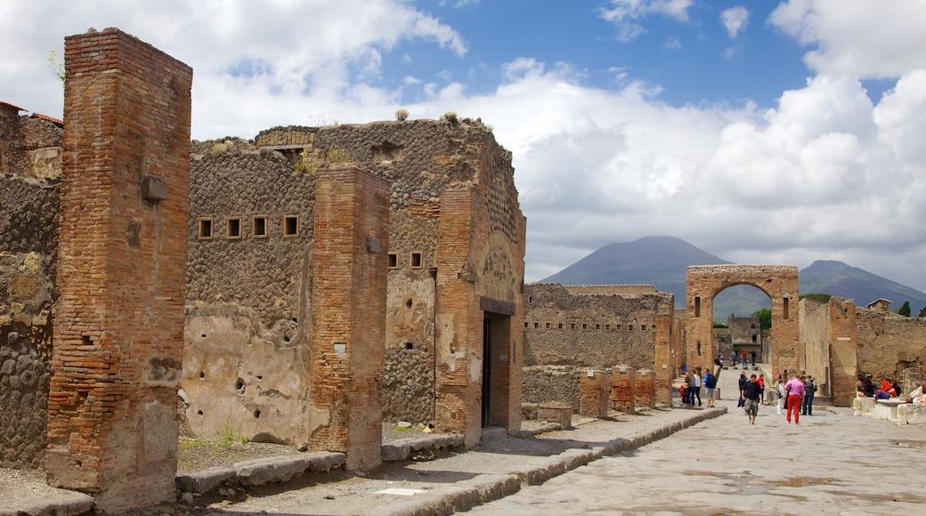 Pompeya mostrando ruinas de edificios, arquitectura patrimonial y elementos patrimoniales