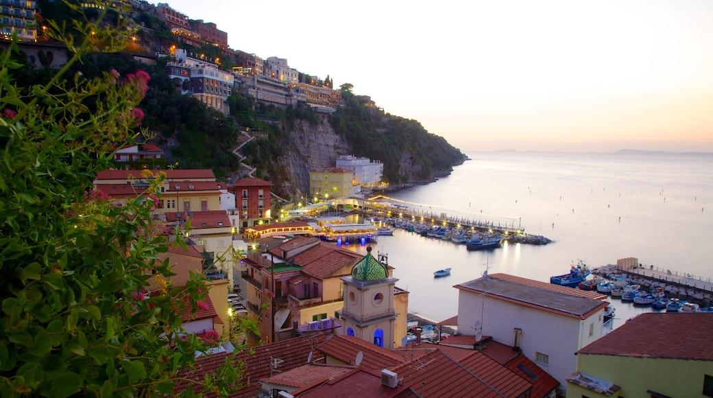 Marina Grande which includes a coastal town and general coastal views